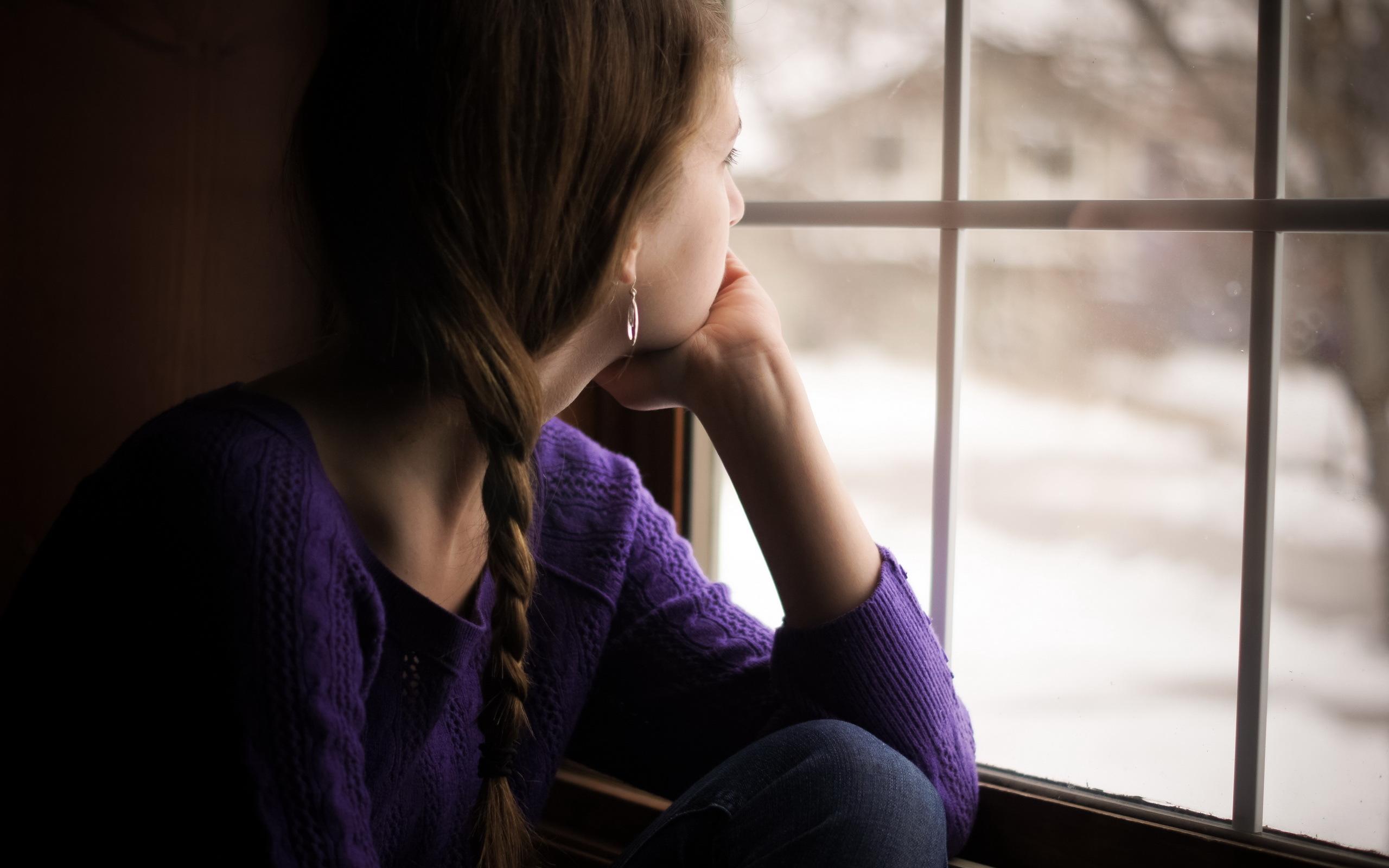 Девушка окно фото 14 фотография